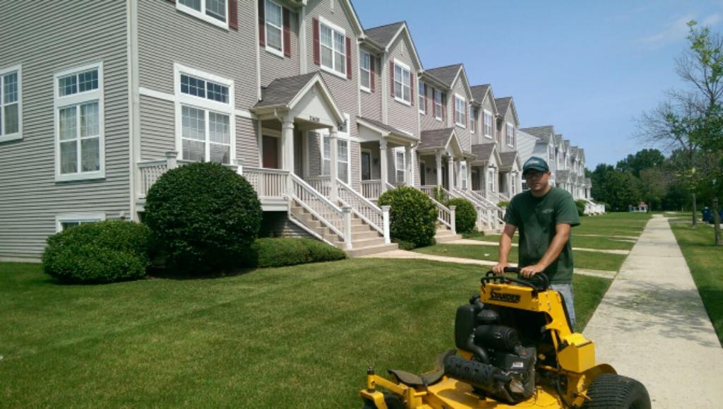 Multi-Family Landscape Maintenance - Multi-Family Lawn Maintenance